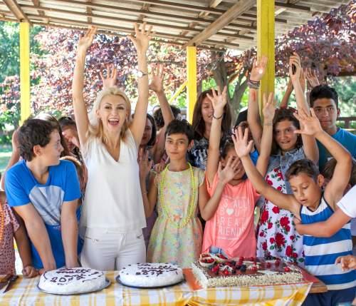 Andreea Bălan a petrecut câteva ore cu copiii de la SOS Satele Copiilor