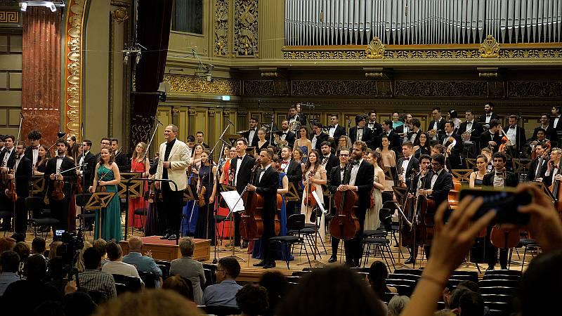 Orchestra Română de Tineret şi Cristian Mandeal Foto Virgil Oprina
